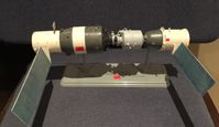 Modell Tiangong 1 (links) mit angedocktem Shenzhou-Raumschiff (rechts)