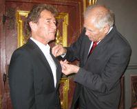 Peter Maffay erhält den politischen Courage-Preis, rechts Gerd Schöwing, Archivbild
