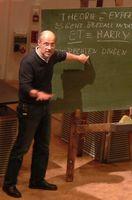 Harald Lesch bei einem Vortrag 2010, an der Tafel sein Spitzname Harry