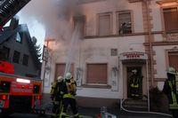 Die Brandbekämpfung wird eingeleitet...