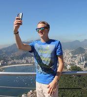 Selfie: Amazon bietet neue Bezahlform an. Bild: pixelio.de, Astrid Götze-Happe