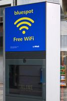 Außenwerbung mit Internetkiosk und kostenfreiem Hotspot in Düsseldorf.