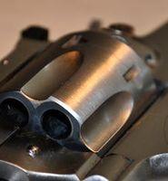 Waffe: neue Technologien als Zukunftsvision. Bild: pixelio.de, Peter Smola