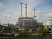 Das Heizkraftwerk Berlin-Mitte wird neben der Stromproduktion auch zur Fernwärmeversorgung des Regierungsviertels eingesetzt.