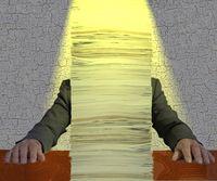 Papierstapel & Bürokratie (Symbolbild)