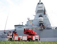 Feuerlöschübung an der Fregatte Hamburg.  Bild: Motorola Solutions Fotograf: Ann-Katrin Winges