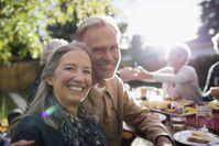 """Single-Frauen über 50 wünschen sich einen Mann für gemeinsame Aktivitäten und Erlebnisse.  Bild: """"obs/Zweisam/Hero Images"""""""