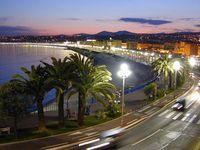 Strandboulevard von Nizza bei Nacht Bild: W. M. Connolley / de.wikipedia.org