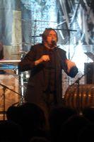 Blixa Bargeld auf einem Konzert 2008