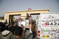 Britische Hilfslieferungen passieren den Grenzübergang in Rafah im März 2009