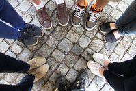 Kreis: arme Menschen halten in der Krise zusammen. Bild: pixelio.de, M. Siefke
