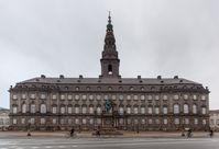 Christiansborg ist Sitz des dänischen Parlaments