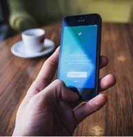Twitter: von peinlichen Tweets distanzieren.