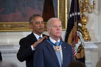 Obama verleiht Joe Biden die Presidential Medal of Freedom (2017), Archivbild