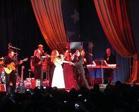 """Jennifer Lopez singt mit ihrem Ehemann Marc Anthony auf der """"Jennifer Lopez & Marc Anthony En Concierto"""" Tour."""