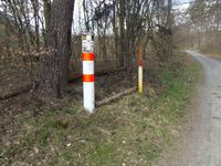 Kennzeichnung einer Ferngasleitung im Wald bei Darmstadt