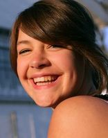 Lächeln: Lebenslang gesunde Zähne erwünscht. Bild: pixelio.de, Rainer Sturm
