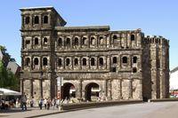 Die Innenstadtseite der Porta Nigra.