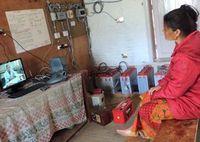 Frau in Nepal: Telemedizin hilft Betroffenen vor Ort.