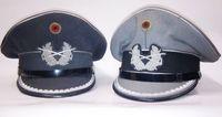 Schirmmützen für Offiziere des Heeres.