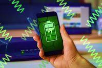Handy: Energie aus allgegenwärtigen Strahlen.