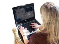 Am Laptop: Cyber-Mobber ab jetzt chancenlos. Bild: pixelio.de/Barbara Eckholdt