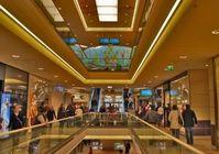 Konsumtempel: Shopping ohne Handy ist Ausnahme. Bild: pixelio.de, T. Caspari