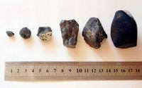 Verschiedene gefundene Fragmente in unterschiedlichen Größen.
