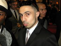Adam Deacon Bild: WhatTheWorldNeedsNow / wikipedia.org