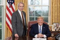 "Lucian Lincoln ""Lin"" Wood Jr. und Präsident Donald J. Trump (2020)"