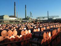 Stranggusslager mit Blick auf die Harrisanlage von der Aurubis AG (Ex- Norddeutsche Affinerie AG)
