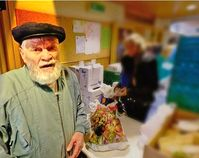 Ein Rentner der unter Harz IV Niveau lebt und auf die Angebote der Armen-Tafel angewiesen ist (Symbolbild)