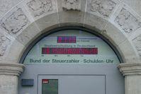 Die Schuldenuhr des Bundes der Steuerzahler zeigt dessen Erhebung zur Staatsverschuldung Deutschlands