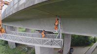 Etwa die Hälfte der Straßenbrücken, die in den 60er Jahren in Deutschland gebaut wurden,  müssen bis zum Jahr 2030 durch Neubauten ersetzt werden.