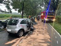 Auslaufende Betriebsstoffe mussten abgestreut werden Bild: Feuerwehr