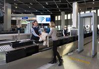"""Fluggast- und Gepäckkontrollen durch KÖTTER Aviation Security. Bild: """"obs/KÖTTER Services"""""""