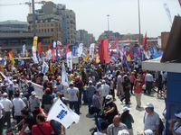 Türkei: Streikende KESK-Mitglieder auf dem Taksim-Platz am 5.Juni.