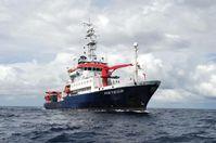 Das Forschungsschiff METEOR. Zwischen Oktober 2012 und März 2013 sammelte es im tropischen Ostpazifik Daten und Proben für den Sonderforschungsbereich 754 und das Verbundprojekt SOPRAN. Quelle: Foto: H. v. Neuhoff, GEOMAR (idw)