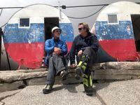 """Ein Amateur am höchsten Berg Europas - Alexey Shustrov im Gespräch mit Christof Franzen Bild: """"obs/3sat/ZDF/SRF"""""""