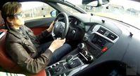 """Screenshot aus dem Youtube Video """"Test: Ablenkung durch Gerätebedienung im Auto """""""