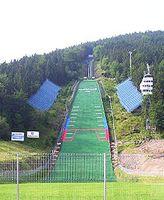 Die Sprungschanze von Zakopane im Sommer. Bild: Zbigniew Figiel / de.wikipedia.org