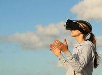 VR-Brille im Einsatz: realistischerer 3D-Raumklang.