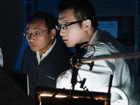 Jun Mao (rechts) und Zhifeng Ren im Materialforschungslabor. Bild: uh.edu