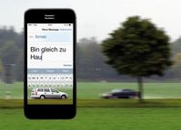 """Gefährliche Begegnung auf der Landstraße: Der eine schaut auf sein Handy, textet, ist im """"Blindflug"""" unterwegs. Der andere ist ahnungslos und sieht die tödliche Gefahr nicht kommen. Das Unfallrisiko erhöht sich beim Schreiben und Lesen einer SMS laut Deutschem Verkehrssicherheitsrat (DVR) auf das 23-fache. Viele Autofahrer unterschätzen das Risiko. Bild: """"obs/Deutscher Verkehrssicherheitsrat e.V./Fotocollage DVR / Fotolia"""""""