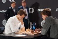 Carlsen auf dem Weg zur Titelverteidigung als Schnellschachweltmeister 2015–in der 2. Runde gegen Dennis Wagner (2015)
