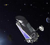 Künstlerdarstellung: Kepler im WeltraumDargestellt sind am rechten Bildrand die Erde und der Mond sowie links oben im Sternbild Schwan ein fiktiver, von einem Planeten umrundeter Stern.