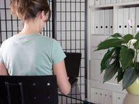 Ausgegrenzt: Krebspatienten im Büro diskriminiert. Bild: pixelio.de, Menichelli