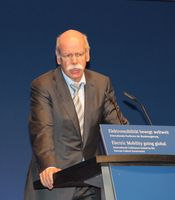 Dieter Zetsche auf dem Elektromobilitätsgipfel 2013 in Berlin