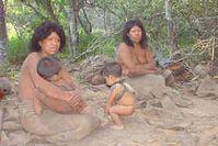 Mitglieder der paraguayischen Ayoreo-Totobiegosode Gruppe am Tag des ersten Kontakts mit der Außenwelt 2004. Bild: GAT/Survival