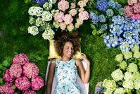"""Entspannung pur mit Gartenhortensien / Bild: """"obs/Blumenbüro"""""""